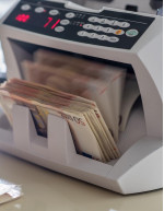 Currency Counting Machine Market by End-user and Geography - Forecast and Analysis 2021-2025